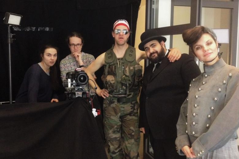 Rebekka Waitz Cast und Crew Filmset LIftboy